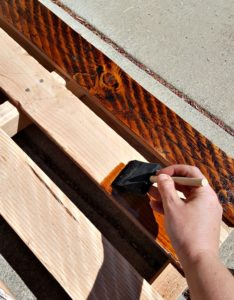 stain pallet wood