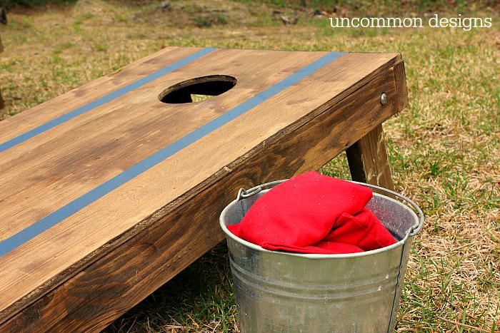 how to customize a cornhole set