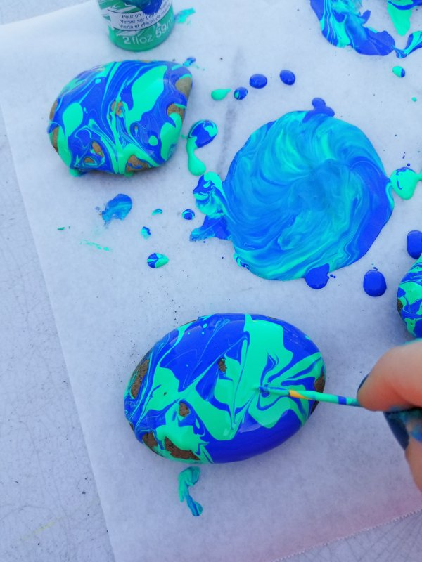 how to marble paint rocks