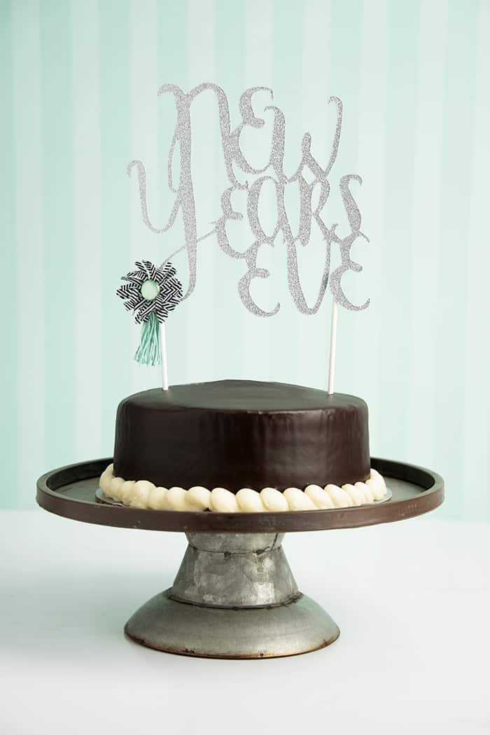 make a new years eve cake topper