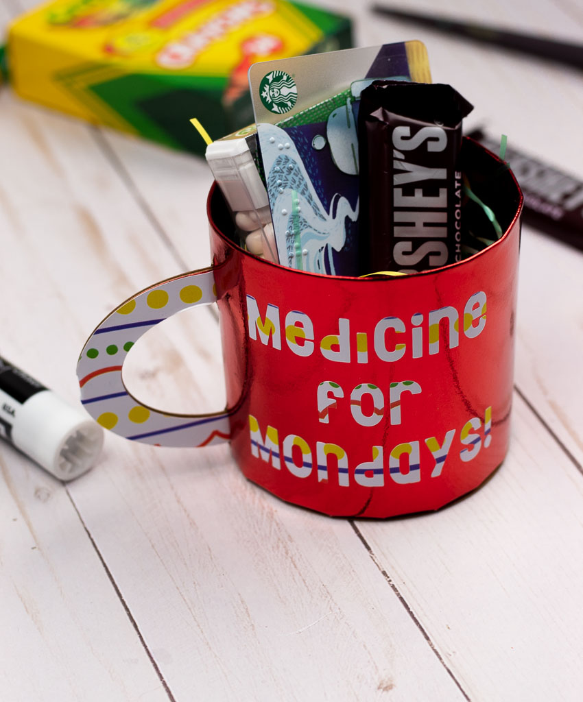 Use your Cricut Maker to make a  Starbucks gift card holder - a DIY paper coffee mug that holds any coffee gift card.  #cricutmaker #giftcard