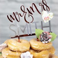 Mr. and Mrs. Cake Topper DIY:  Elegant and Cheap Wedding Cake Topper